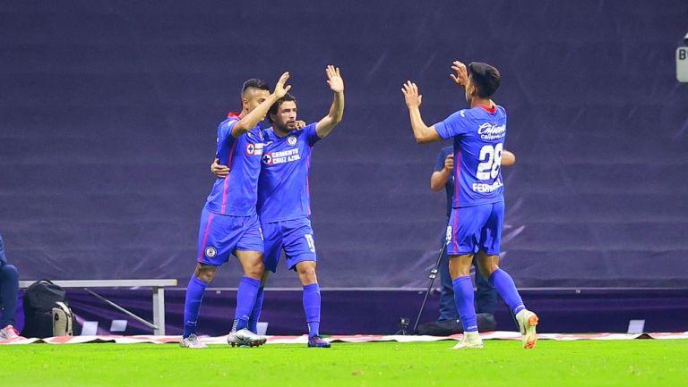 Jugadores de Cruz Azul celebran gol vs Rayados