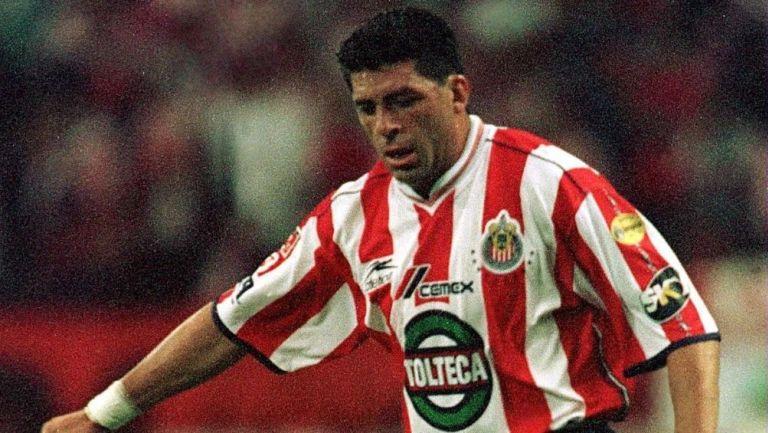 Camilo Romero en un partido con Chivas