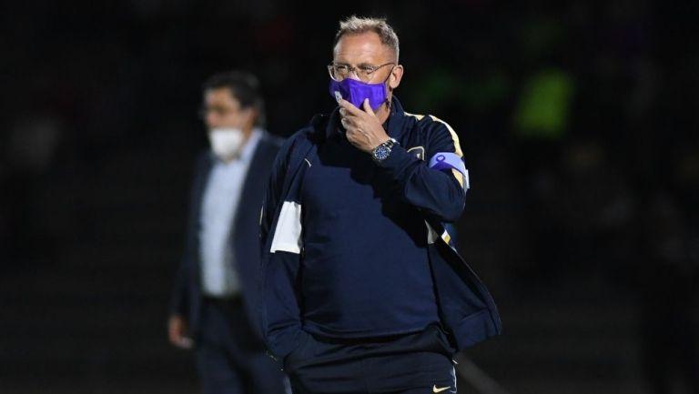 Andrés Lillini en el partido de Pumas