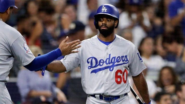 Andrew Toles en un partido con Dodgers