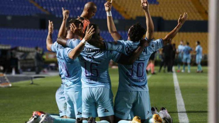Jugadores de Mazatlán en festejo