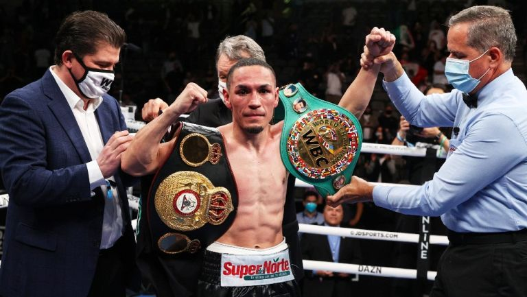 Gallo Estrada, nuevo Campeón unificado Supermosca