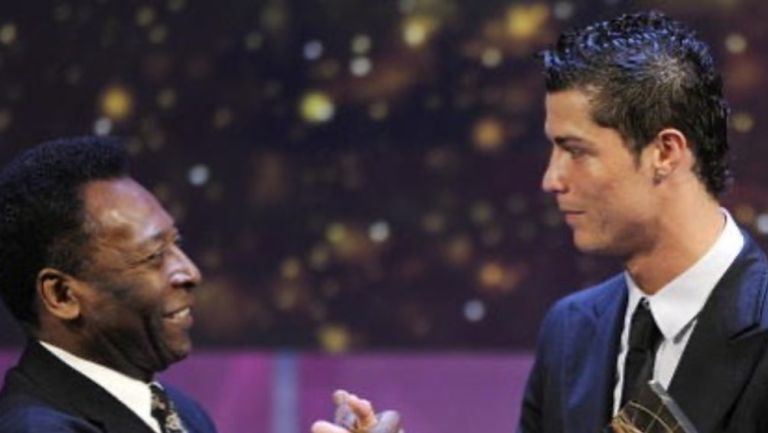 Pelé felicitando a Cristiano Ronaldo