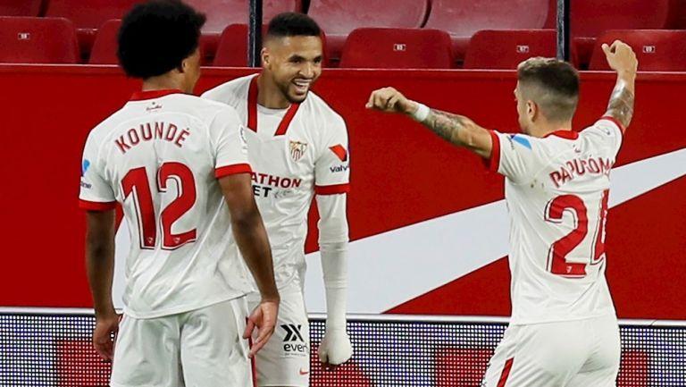 Jugadores del Sevilla celebrando gol vs Betis
