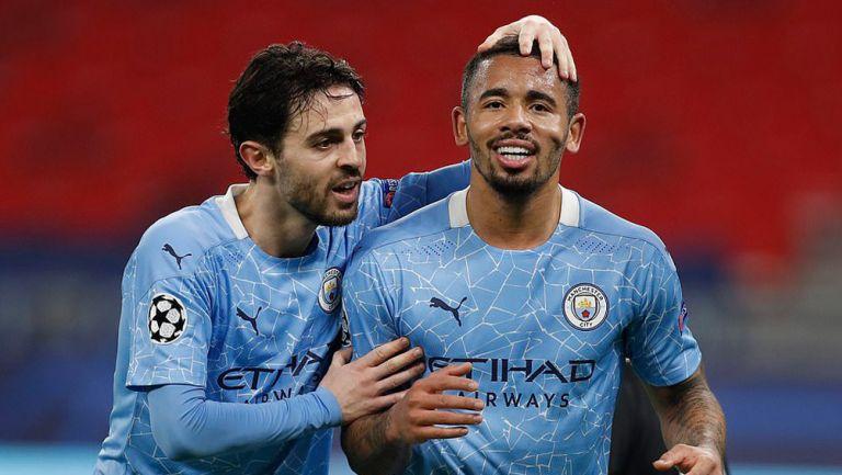 Jugadores del Manchester City festejan una anotación