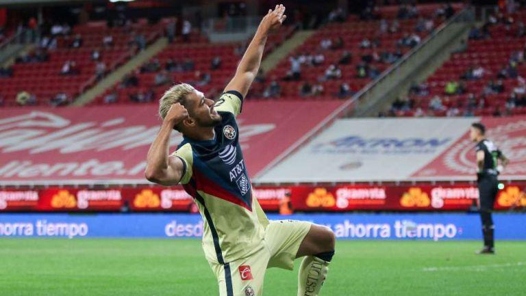 Henry Martin en festejo de gol