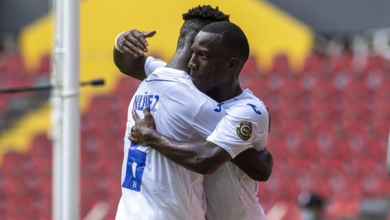 Jugadores de Honduras celebran gol vs Haití