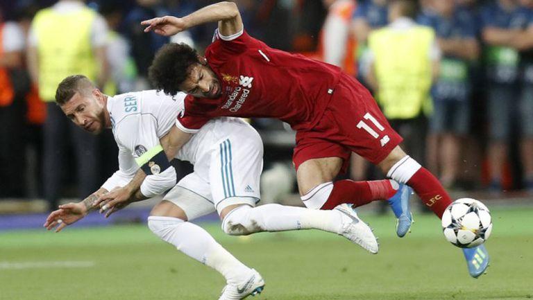 Momento que Sergio Ramos lesionó a Mohamed Salah