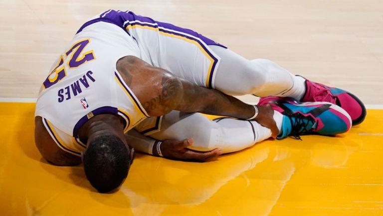 Momento de lesión de Lebron James