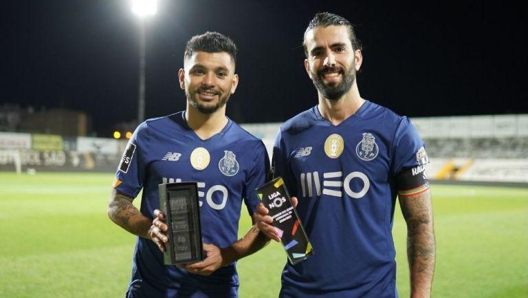 Tecatito Corona y Oliveira reconocidos por el Porto
