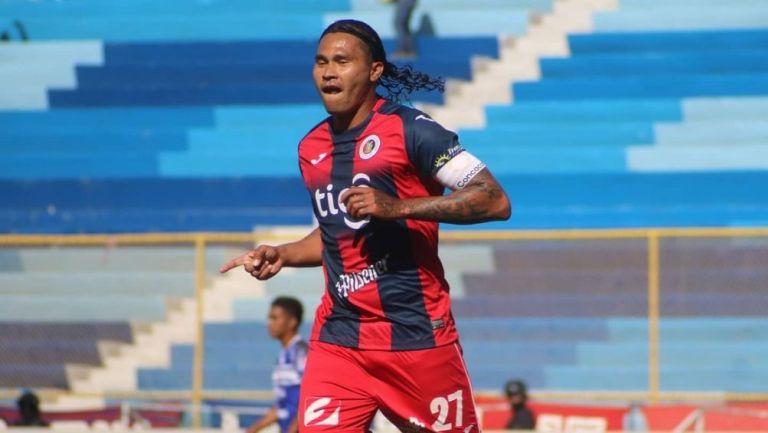 Gullit Peña marcó su segundo gol en El Salvador