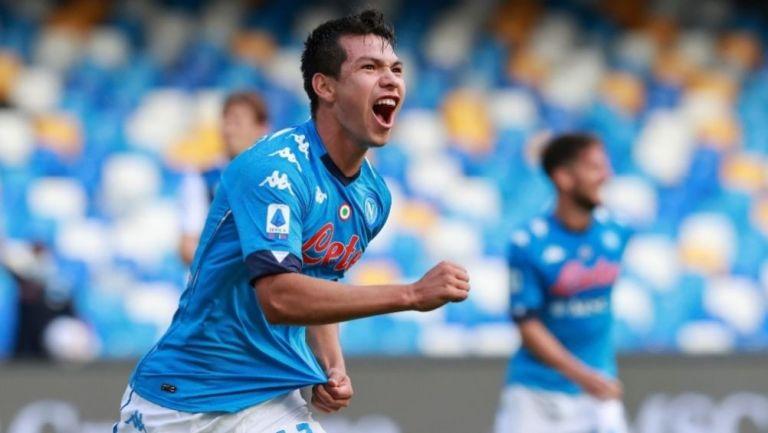 Hirving Lozano festejando un gol anotado a favor del Napoli