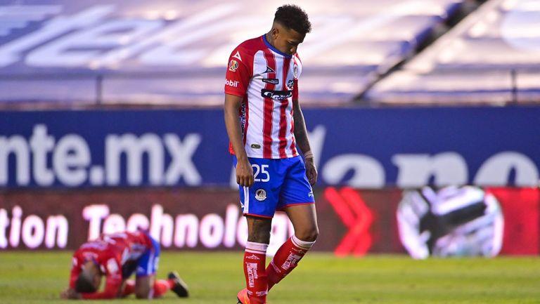 Juan Izquierdo se lamenta tras la derrota contra Pumas