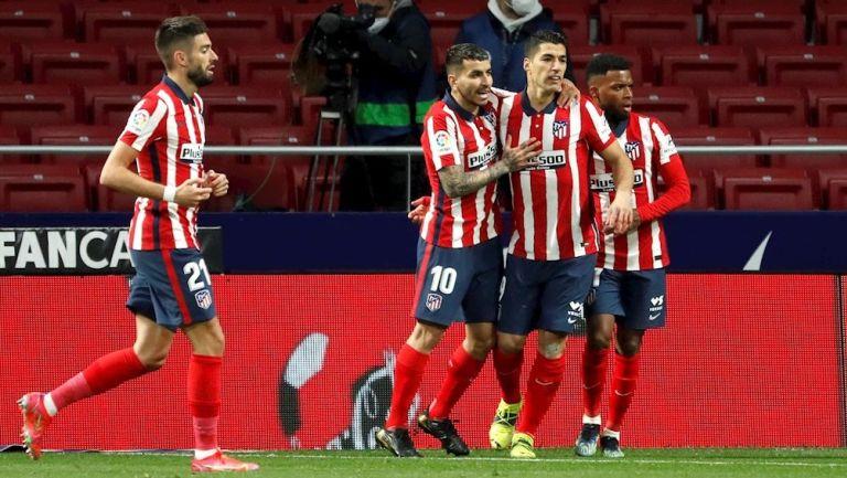 Jugadores del Atlético celebran gol vs Alavés