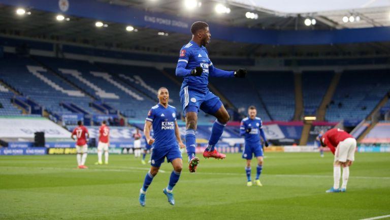 Leicester City celebra en juego contra Manchester United