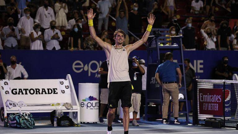 Alexander Zverev  festeja su triunfo en la Final del AMT