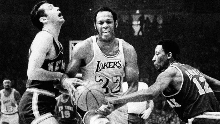 Elgin Baylor, en acción con los Lakers