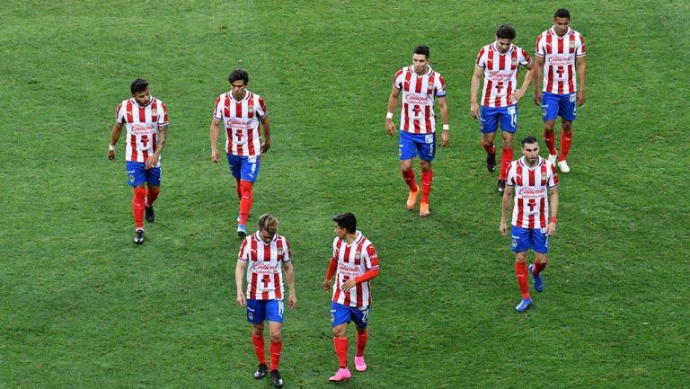 Jugadores de Chivas se lamentan tras derrota