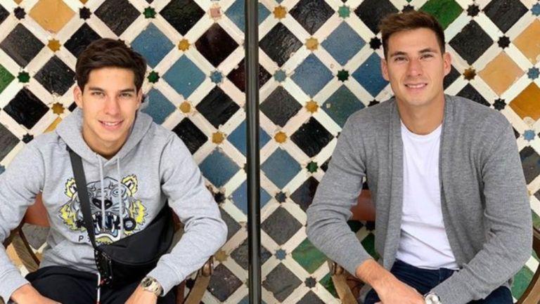 Diego Lainez junto a su hermano Mauro