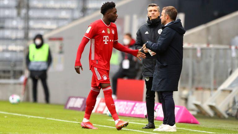 Alphonso Davies tras salir expulsado en el duelo vs Stuttgart