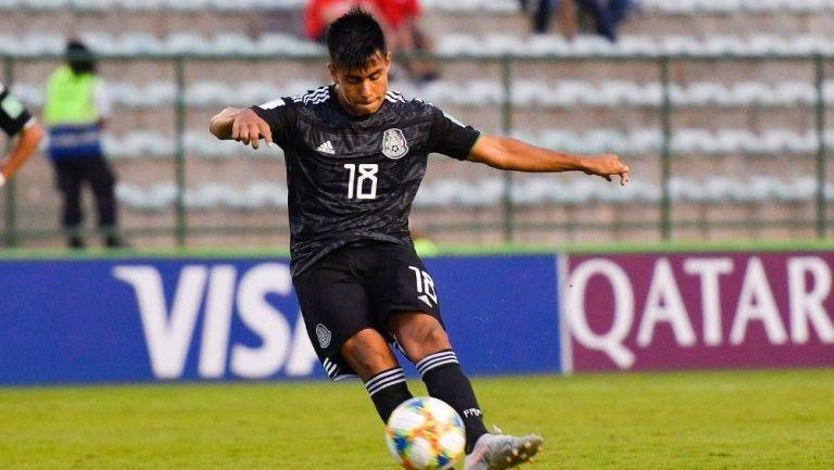 Efraín Álvarez, en juego con el Tri