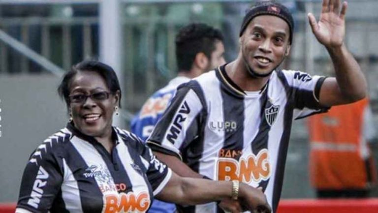 Ronaldinho con su mamá
