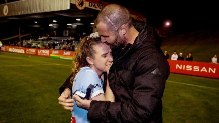 Rhali Dobson se retira del futbol para cuidar a su pareja
