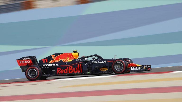 Checo Pérez durante una práctica con Red Bull