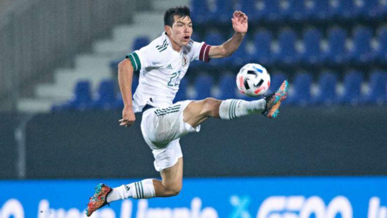 Chucky Lozano jugando con México
