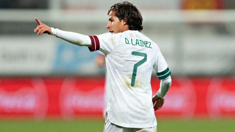 Diego Lainez durante un partido con México