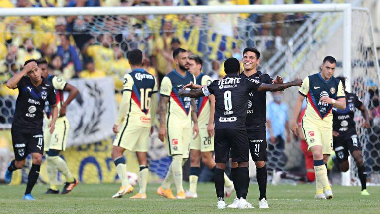 Ponchito González festeja su anotación ante América