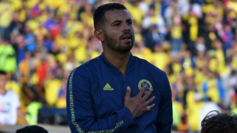 Edwin Cardona durante un partido con Colombia