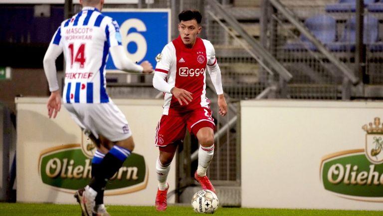 Lisandro Martínez  en acción con el Ajax