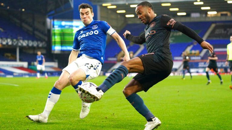 Raheem Sterling en acción frente al Everton