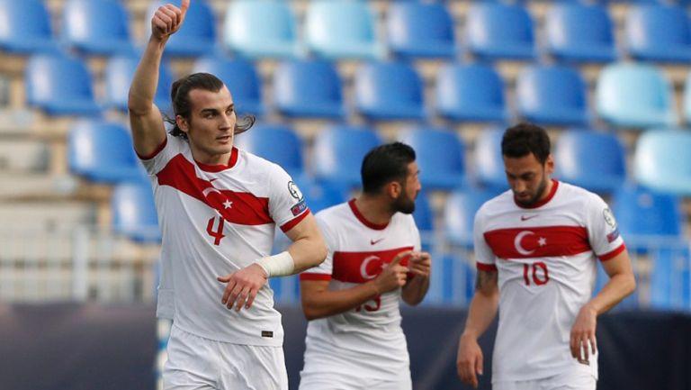Jugadores de Turquía festejando un gol a favor