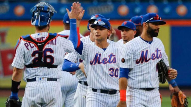 Los jugadores de los Mets festejan una jugada