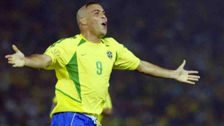Ronaldo festeja un gol con Brasil en el Mundial de 2002