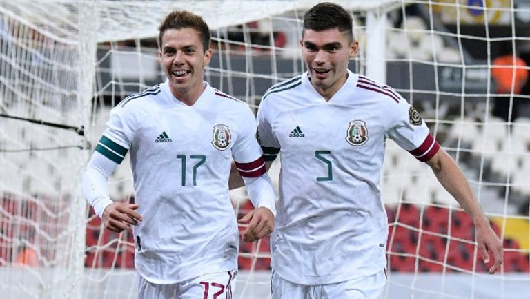 Córdova y Vásquez tras un gol del Tri