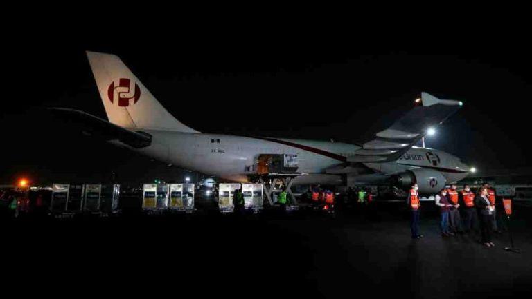 Descarga un lote de vacunas AstraZeneca en el Aeropuerto Internacional de la Ciudad de México