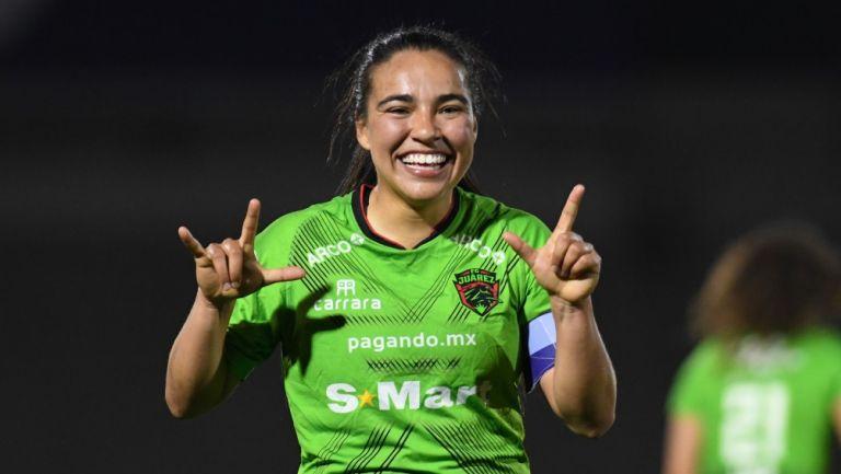 Gabriela Álvarez festejando su golazo contra Querétaro