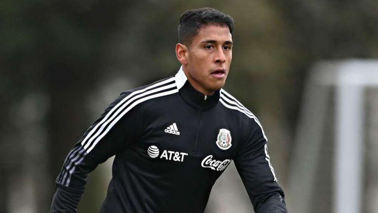 Luis Romo en partido con México