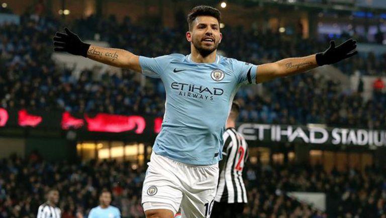 Sergio 'Kun' Agüero festeja un gol con el Manchester City