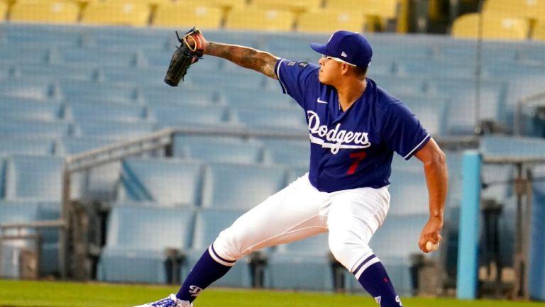 Julio Urías durante un partido con Dodgers