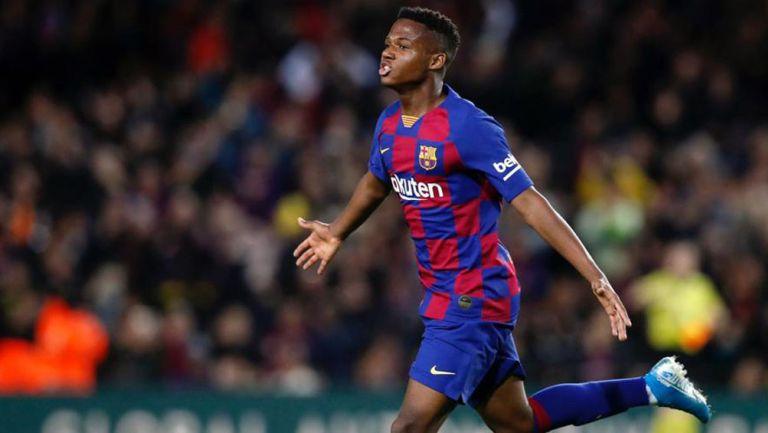 Ansu Fati festeja una anotación con el Barcelona
