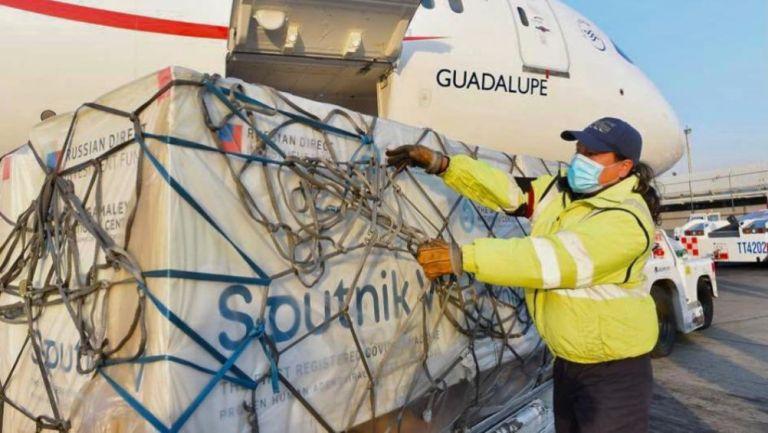 México recibió 500 mil dosis de la vacuna Sputnik V