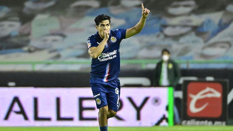 Jesús Sánchez en un partido con Chivas