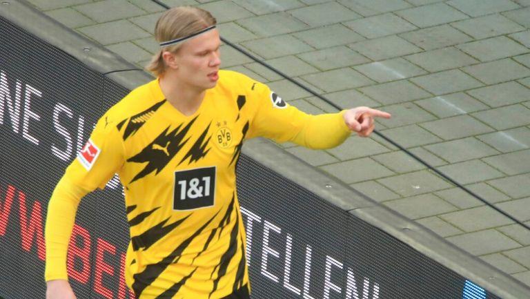 Erling Haaland durante un partido con Borussia Dortmund