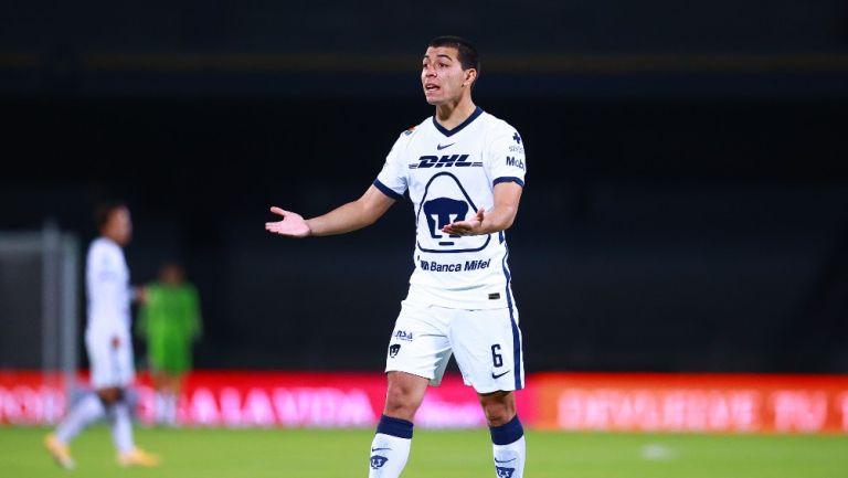Erik Lira durante un partido con Pumas