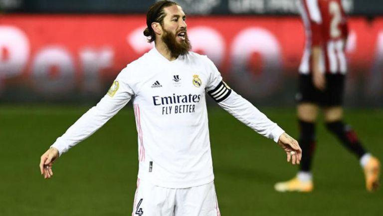 Sergio Ramos durante un duelo con el Real Madrid