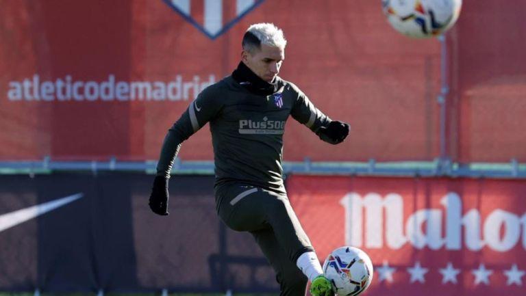Lucas Torreira durante un entrenamiento con el Atlético